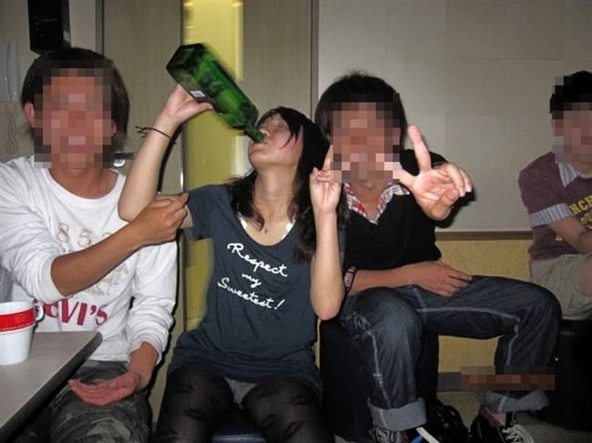ミニスカ履いたお姉さんが泥酔するとパンチラ多発問題www0006shikogin