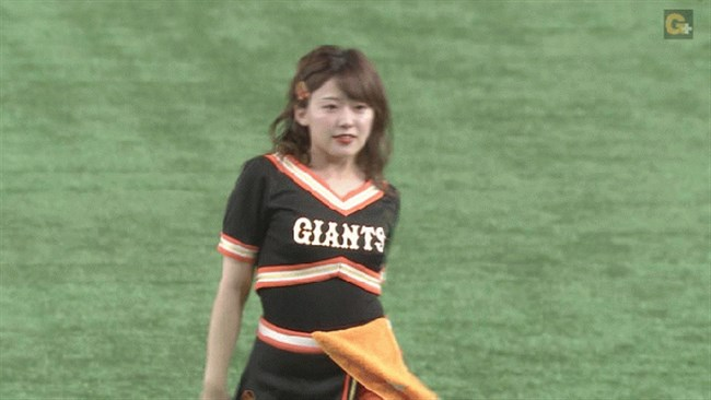 尾崎里紗~巨人公式マスコットガールでの胸チラダンスがエロカワ!0004shikogin