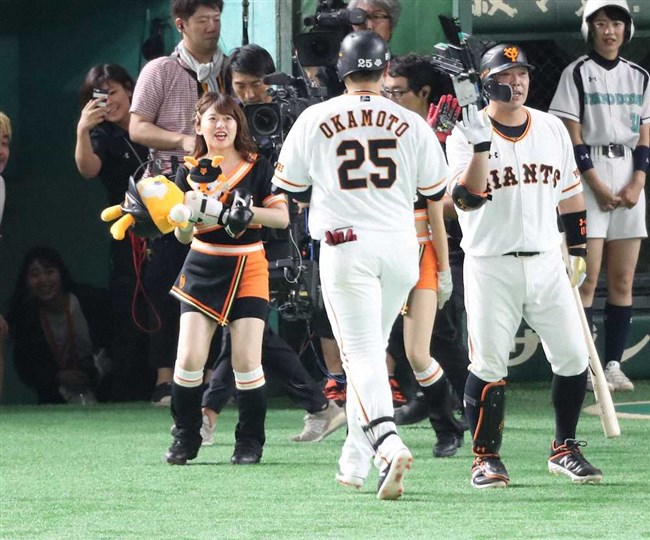 尾崎里紗~巨人公式マスコットガールでの胸チラダンスがエロカワ!0012shikogin