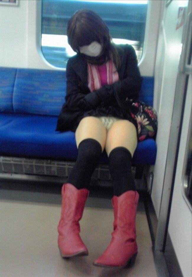 電車内の対面パラダイス!たなぼた過ぎるラッキーパンチラまとめ0021shikogin