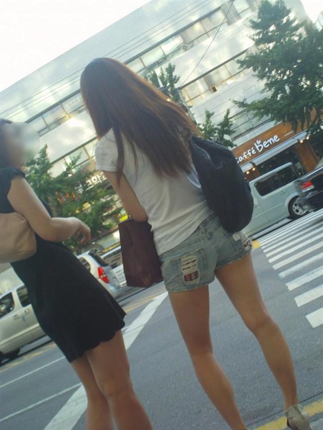 ミニスカ美脚を晒したパンチラ女子に足コキされたい願望は異常www0004shikogin