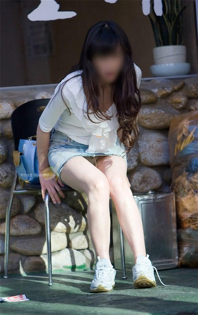ミニスカ美脚を晒したパンチラ女子に足コキされたい願望は異常www0005shikogin