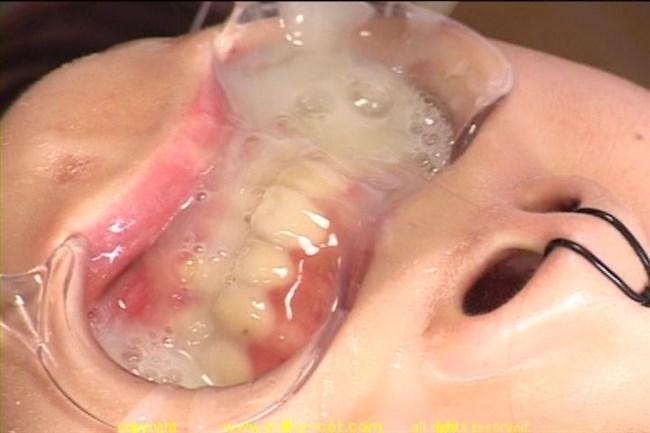 口の中にしこたま精液を発射されたお姉さんの表情wwww0029shikogin