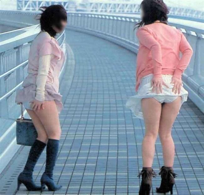 スカートをふわりと持ち上げばっちりお姉さんのパンツが見えた瞬間wwww0006shikogin