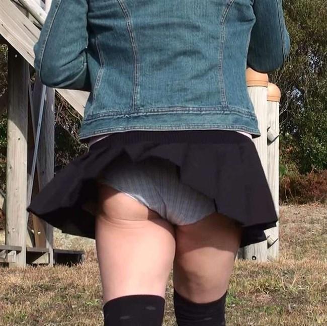 スカートをふわりと持ち上げばっちりお姉さんのパンツが見えた瞬間wwww0007shikogin
