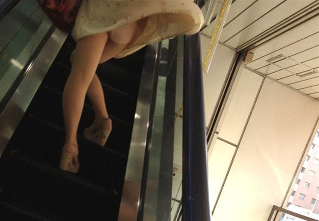 スカートをふわりと持ち上げばっちりお姉さんのパンツが見えた瞬間wwww0004shikogin