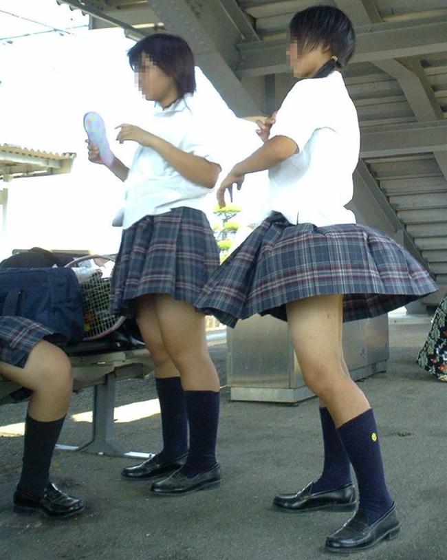 スカートをふわりと持ち上げばっちりお姉さんのパンツが見えた瞬間wwww0005shikogin