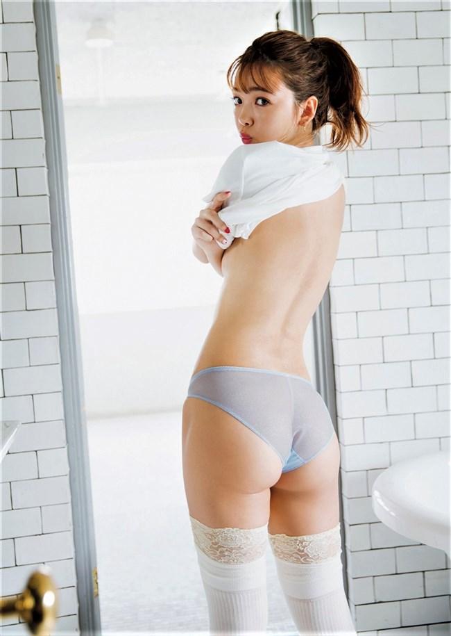 藤田ニコル~東京ガールズコレクション2019のランウェイで大胆な白ビキニ姿!0007shikogin
