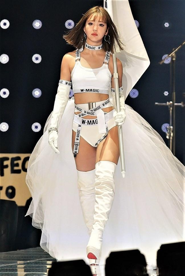 藤田ニコル~東京ガールズコレクション2019のランウェイで大胆な白ビキニ姿!0003shikogin