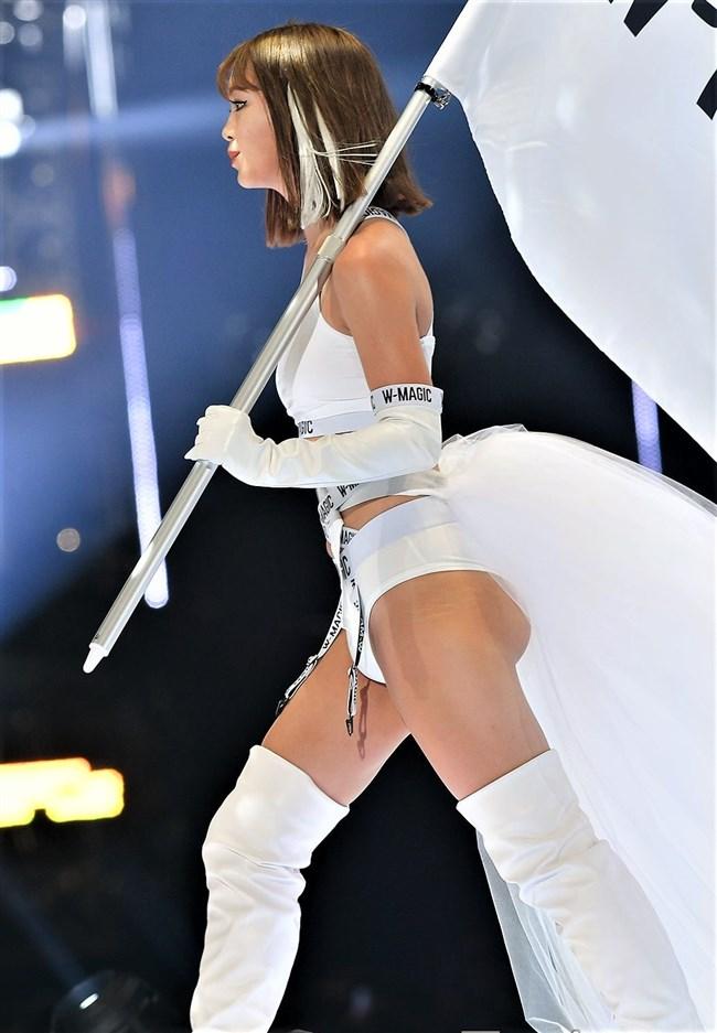 藤田ニコル~東京ガールズコレクション2019のランウェイで大胆な白ビキニ姿!0006shikogin