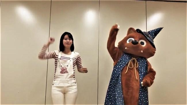 望木聡子~ウルフィダンスで白のピタパン姿がモリマンでスジっててエロ過ぎ!0009shikogin