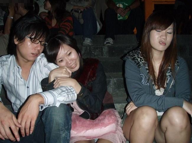 お股ゆるゆるな女子大生のスナップショットがエロ過ぎる件wwwww0010shikogin