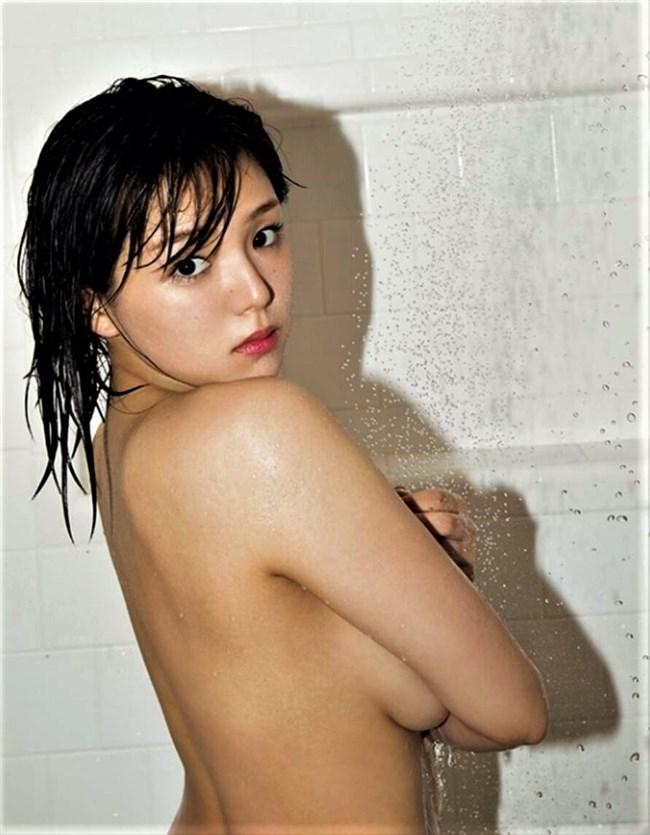 篠崎愛~最新の写真集ではブラも外し完全セミヌードに!事務所を退所した現在は?0005shikogin