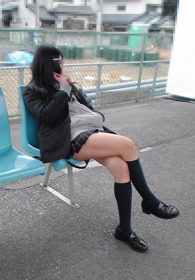 ミニスカJKが電車の対面座席で足組むとこうなるwwww0007shikogin
