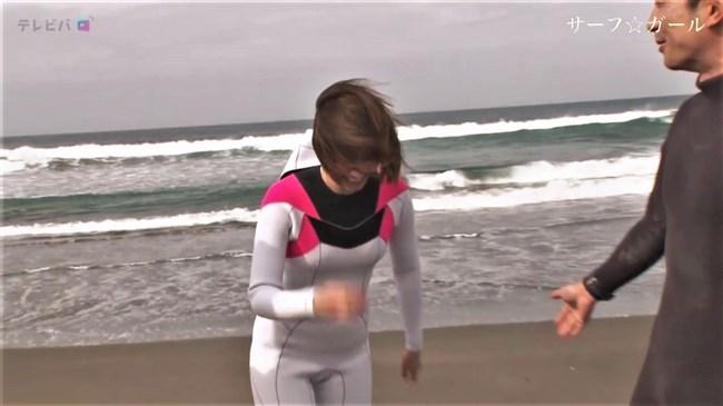 笹崎里菜~サーフ☆ガールでの透けブラとピッタリウェットスーツ姿が極エロで興奮!0014shikogin