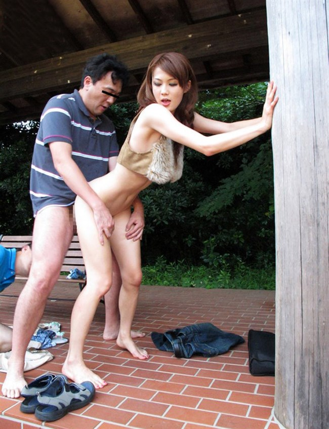 屋外でも構わずお互いのカラダを求めあう青姦セックス画像0022shikogin