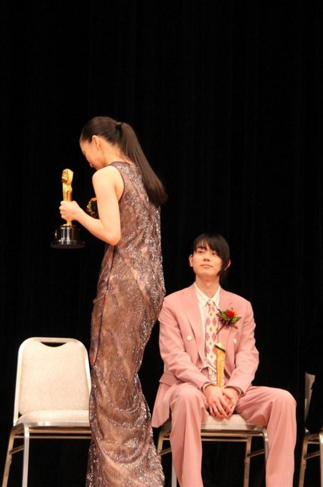 蒼井優~水着姿や胸チラ透けドレス姿などを見ながら山里亮太との今後を語る!0005shikogin