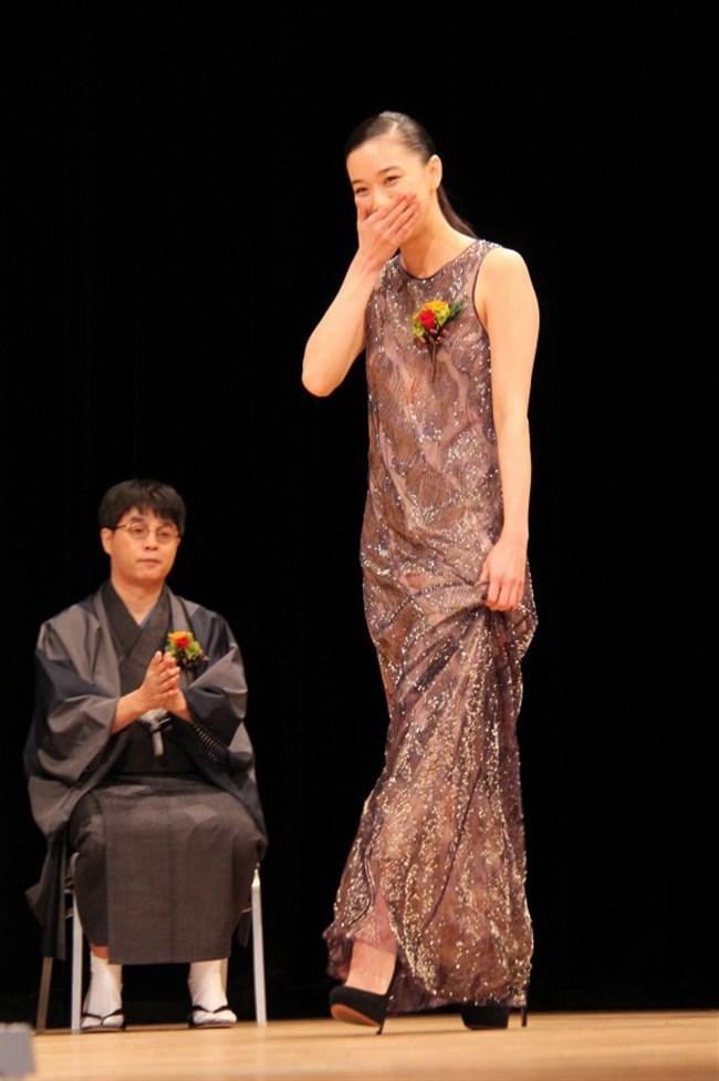 蒼井優~水着姿や胸チラ透けドレス姿などを見ながら山里亮太との今後を語る!0012shikogin