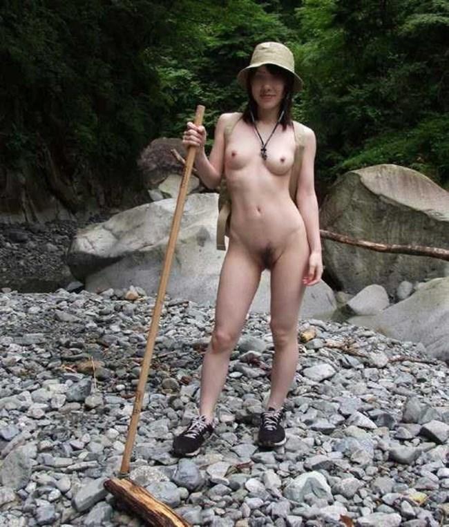 誰かに見られるスリルに怯えながらおま〇こを濡らす露出狂娘www0010shikogin