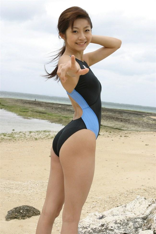 カラダのラインが浮き出る競泳水着が地味にエロいwwww0023shikogin