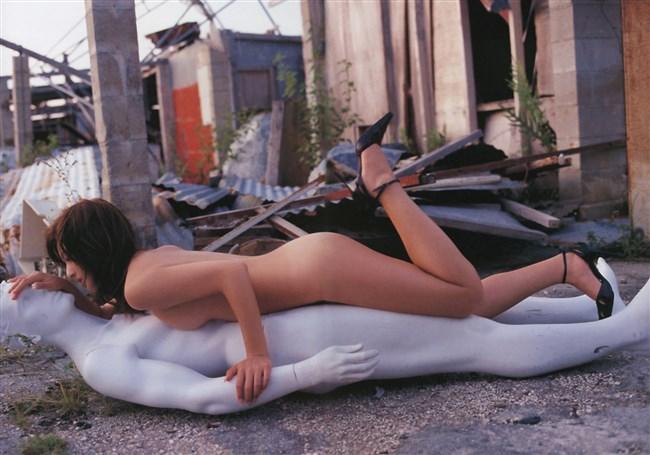 素っ裸にヒールやブーツ履いてるマニア好みのエロ画像がこちらwww0007shikogin