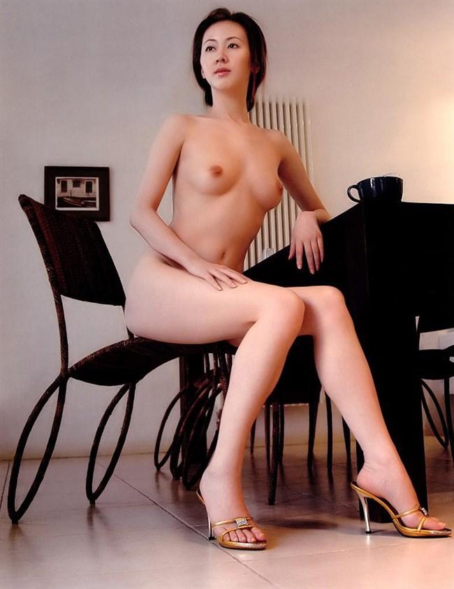 素っ裸にヒールやブーツ履いてるマニア好みのエロ画像がこちらwww0009shikogin