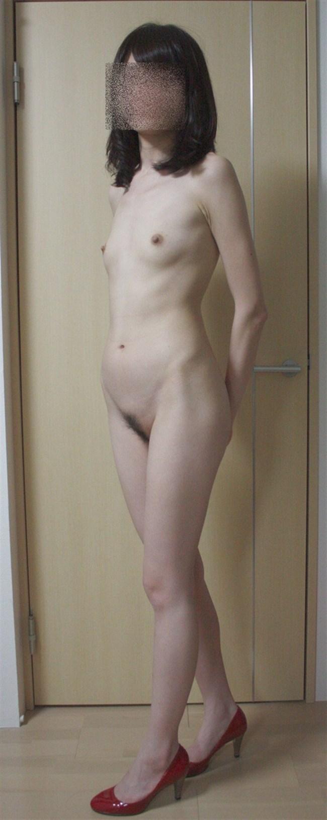 素っ裸にヒールやブーツ履いてるマニア好みのエロ画像がこちらwww0021shikogin