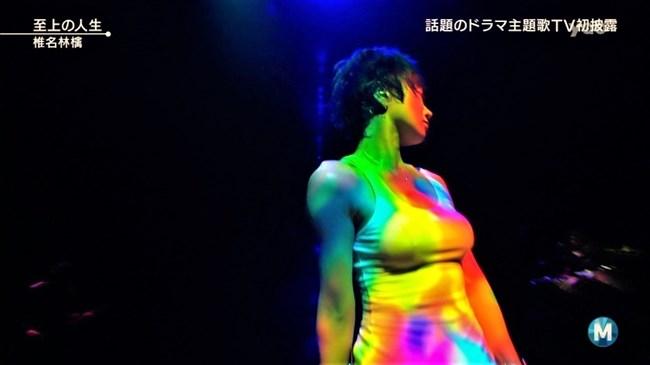 椎名林檎~胸元が空いたステージ衣装での乳首ポロリや胸チラなどエロ多数!0007shikogin