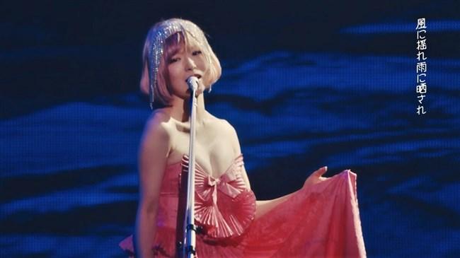 椎名林檎~胸元が空いたステージ衣装での乳首ポロリや胸チラなどエロ多数!0013shikogin