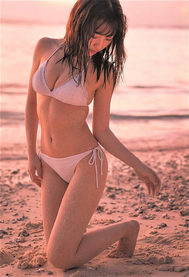 豊田萌絵~写真集moEmotionのランジェリー姿と水着姿はエロ可愛さの極致!0008shikogin
