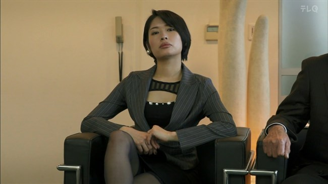 松田佳央理~ドラマ癒されたい男での胸チラと脚を組んだ姿でのパンチラ!0013shikogin