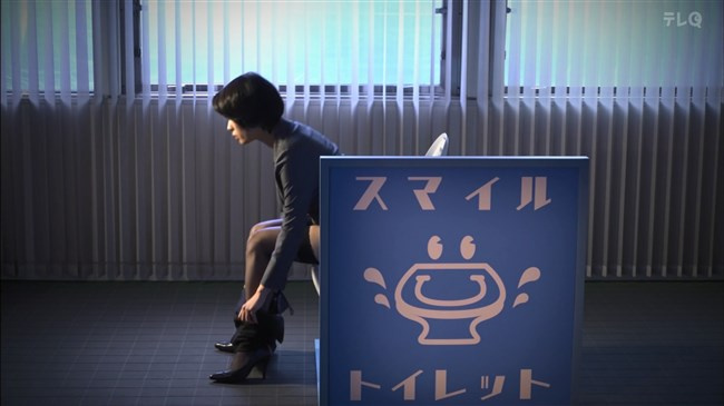 松田佳央理~ドラマ癒されたい男での胸チラと脚を組んだ姿でのパンチラ!0003shikogin