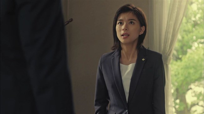 芳根京子~ドラマTWO WEEKSでお辞儀をした瞬間、胸の谷間が見え超興奮!0009shikogin