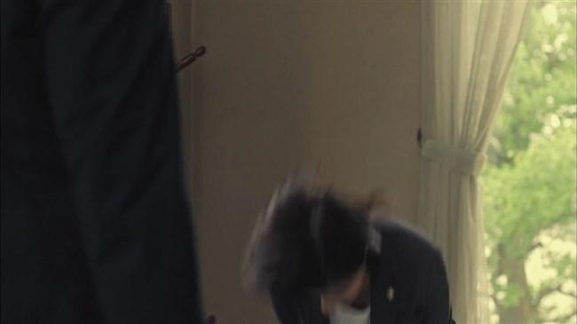 芳根京子~ドラマTWO WEEKSでお辞儀をした瞬間、胸の谷間が見え超興奮!0010shikogin
