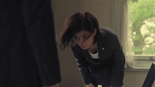 芳根京子~ドラマTWO WEEKSでお辞儀をした瞬間、胸の谷間が見え超興奮!0013shikogin