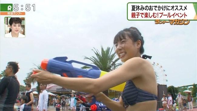 佐藤夢~報道ランナーでのプールロケが極エロ!スライダーでマンスジが!0007shikogin
