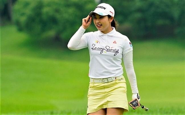 小祝さくら~女子ゴルフ界の若手新星!オッパイ大きくてムッチリボディー!0008shikogin