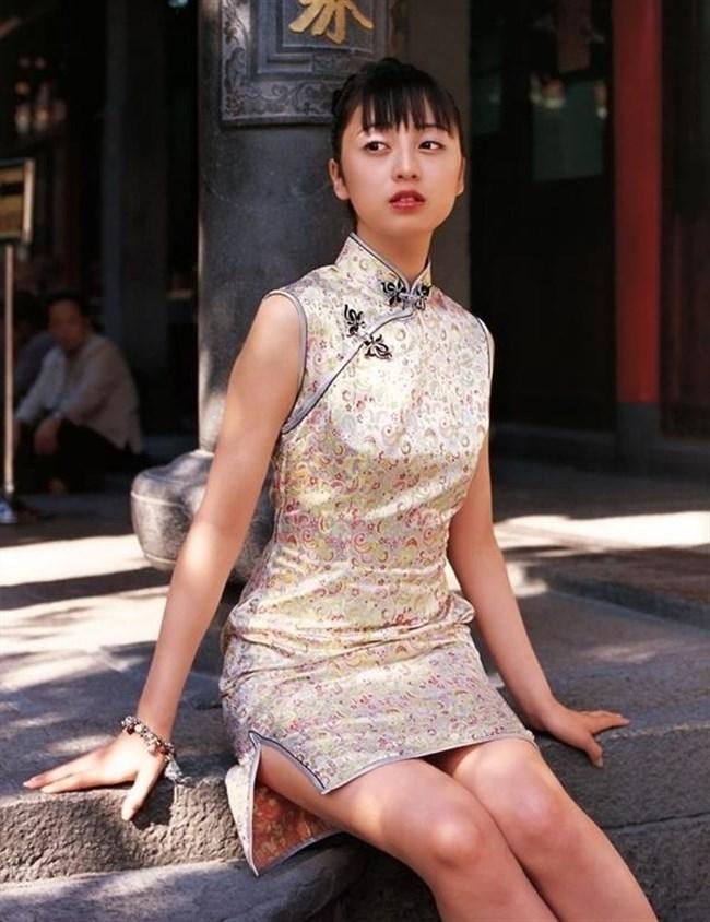 スリットから覗く美脚にぶっかけたくなるチャイナドレス姿のお姉さんwww0012shikogin