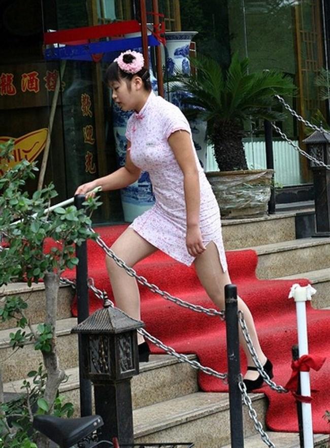 スリットから覗く美脚にぶっかけたくなるチャイナドレス姿のお姉さんwww0013shikogin