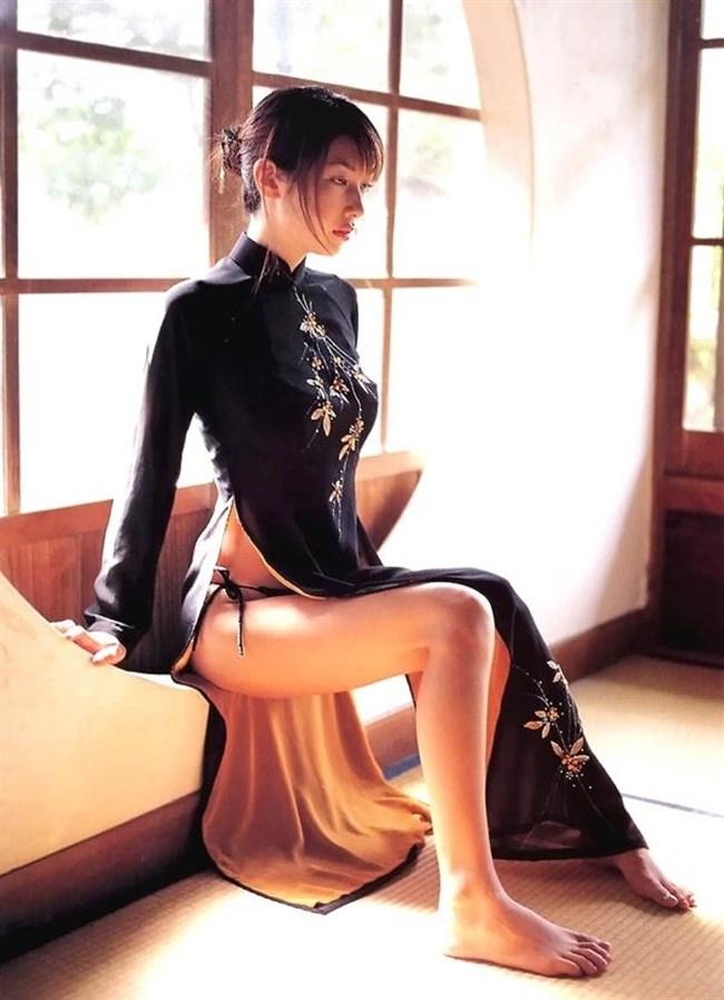 スリットから覗く美脚にぶっかけたくなるチャイナドレス姿のお姉さんwww0015shikogin