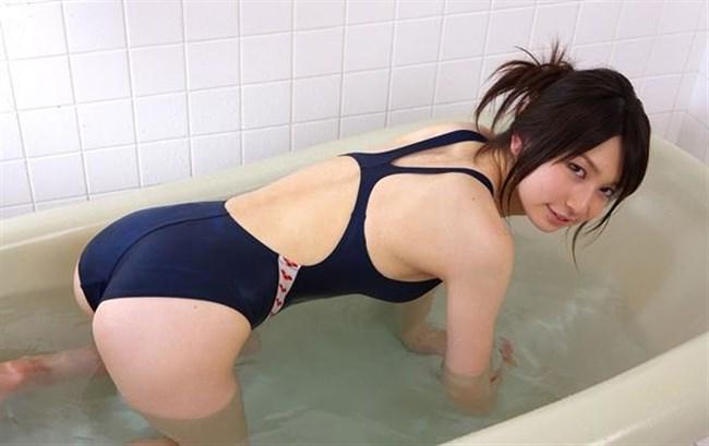 背中が大きく空いてる競泳水着がエロ過ぎてwwwww0003shikogin