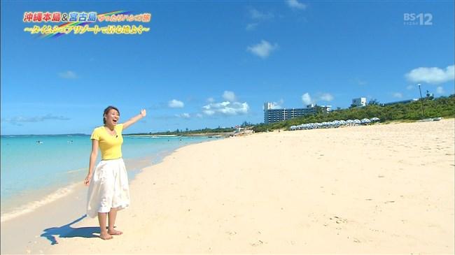 高橋友希~ゆったりハシゴ旅の沖縄ロケで前屈み大胆な胸チラが最強!0011shikogin