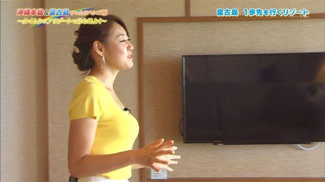 高橋友希~ゆったりハシゴ旅の沖縄ロケで前屈み大胆な胸チラが最強!0012shikogin
