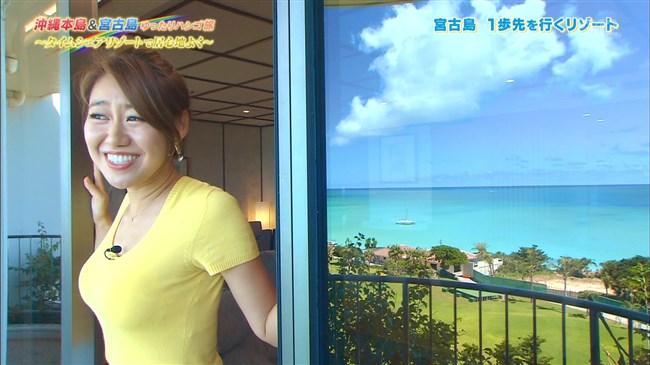 高橋友希~ゆったりハシゴ旅の沖縄ロケで前屈み大胆な胸チラが最強!0013shikogin