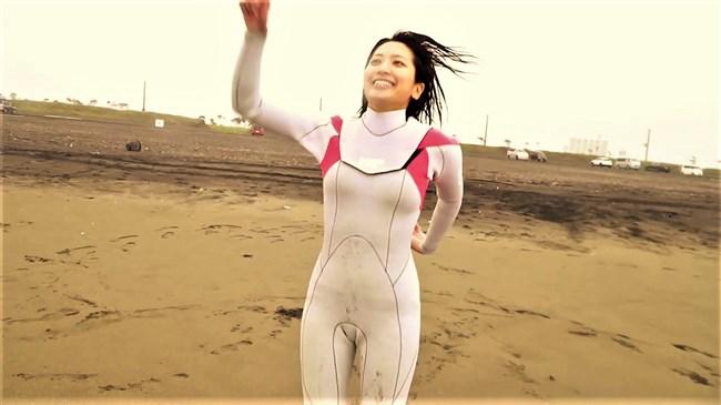 笹崎里菜~サーフガールでスイムスーツ姿でのエロダンスがエロ過ぎ!0012shikogin