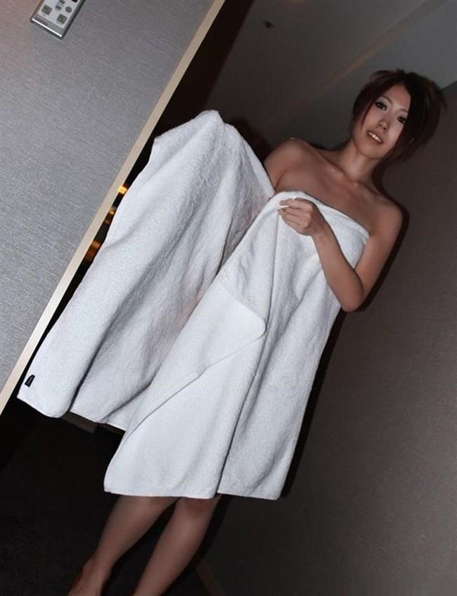風呂あがりのバスタオル姿にムラムラして一回戦始めてしまいそうなエロ画像0038shikogin