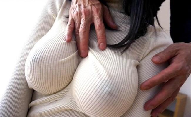 巨乳女子がニット服を着ると卑猥になり過ぎてwwwwww0013shikogin