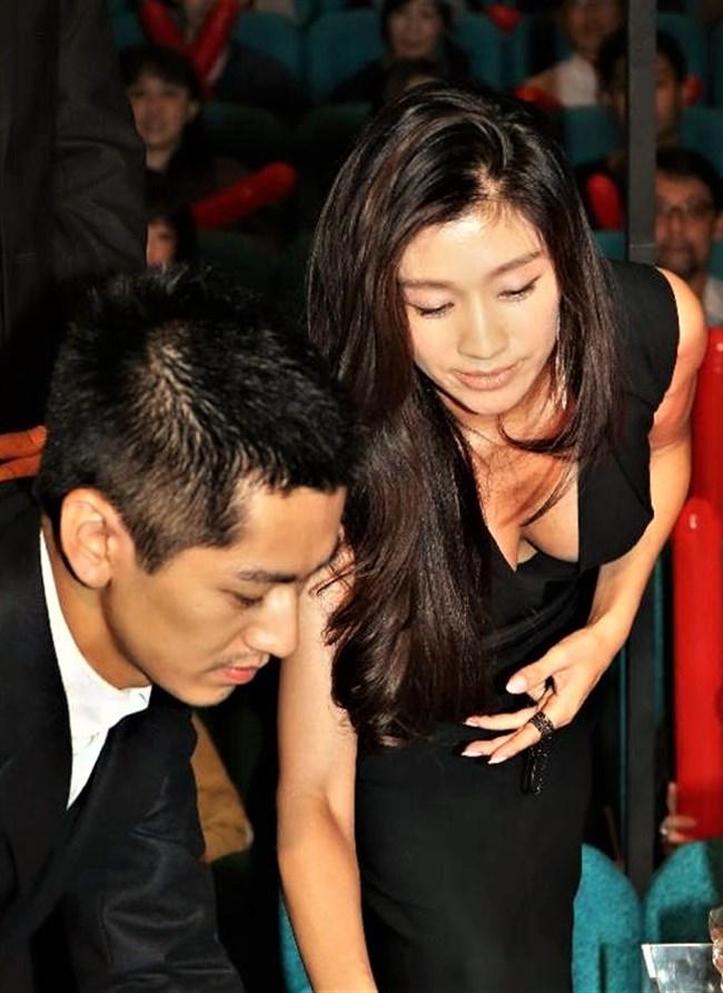 篠原涼子~授賞式などで見せた巨乳アピールのノーブラドレス姿に超興奮!0007shikogin