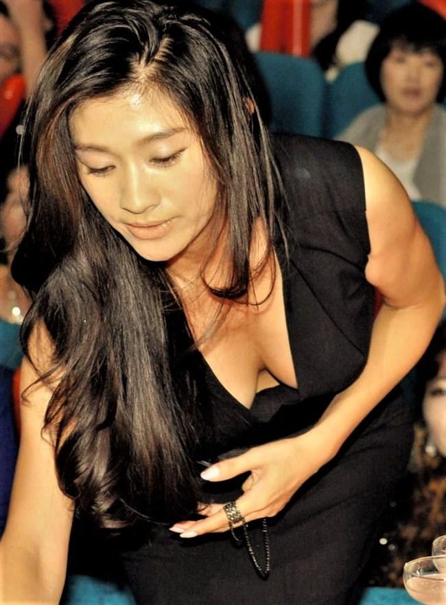 篠原涼子~授賞式などで見せた巨乳アピールのノーブラドレス姿に超興奮!0008shikogin