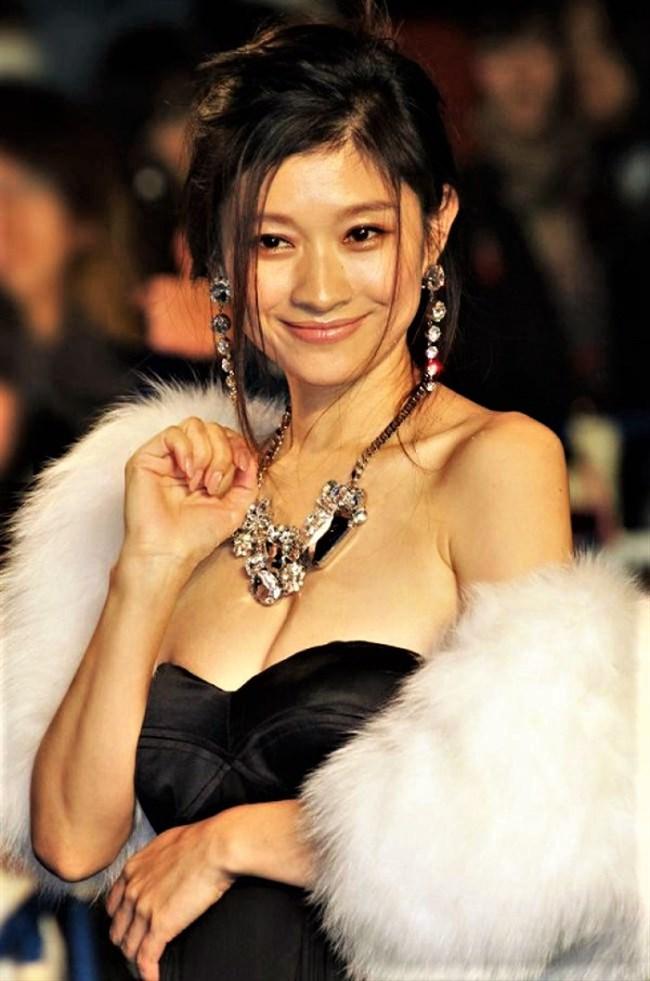篠原涼子~授賞式などで見せた巨乳アピールのノーブラドレス姿に超興奮!0012shikogin